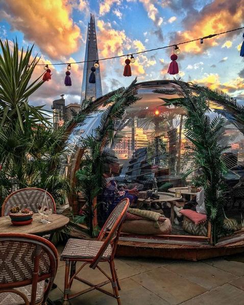A Londra l'igloo riscaldato per cenare all'aperto sul Tamigi